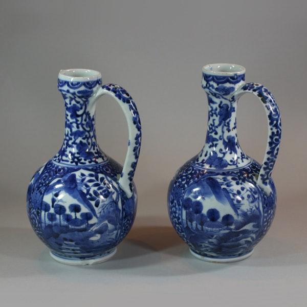 Pair of Japanese Arita blue and white ewers, c 1680 - image 6