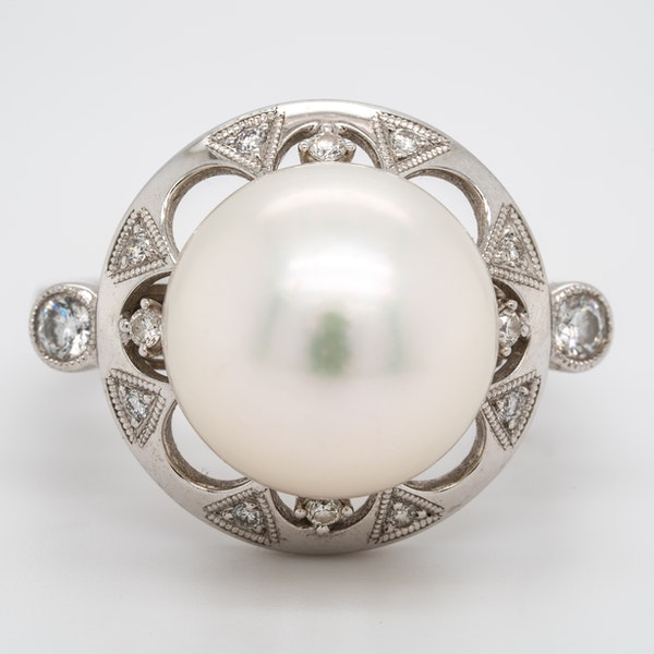 Large pearl and diamond cluster ring - image 1