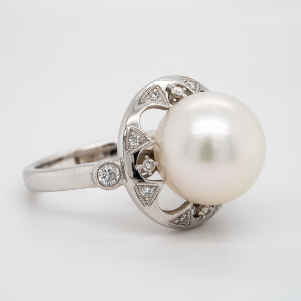 Large pearl and diamond cluster ring - image 2