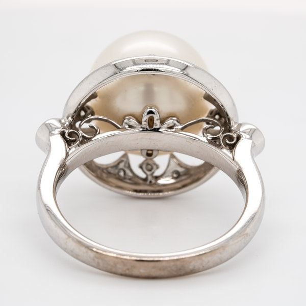 Large pearl and diamond cluster ring - image 4