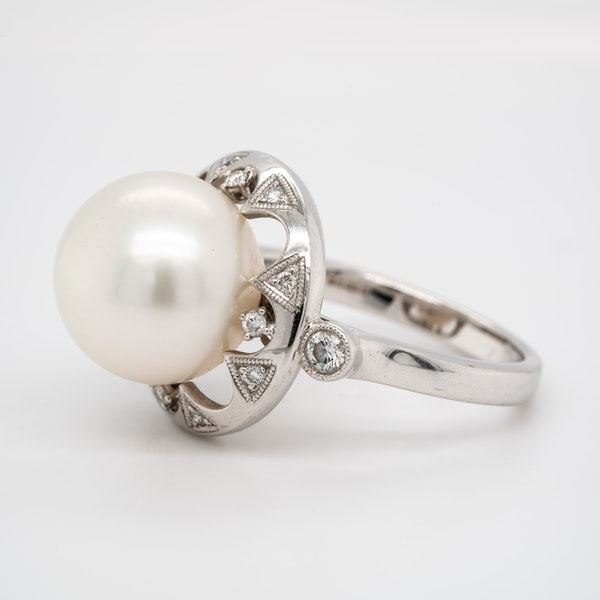 Large pearl and diamond cluster ring - image 3