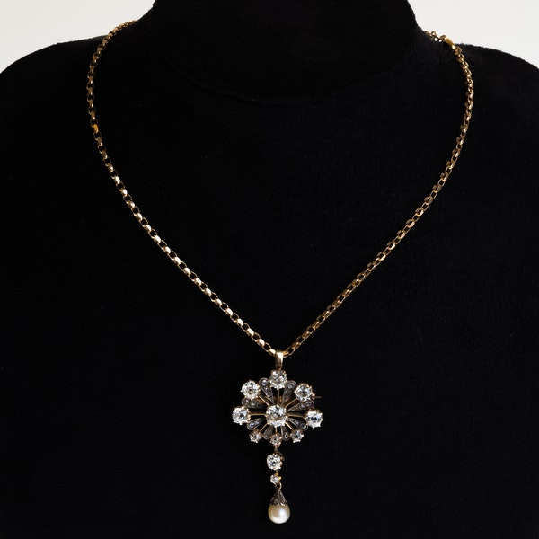 Victorian diamond cluster necklet in 18 ct gold on gold chain - image 1