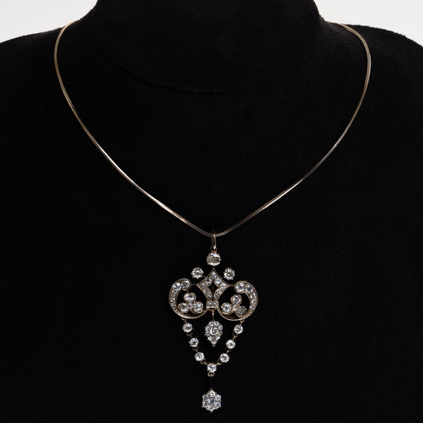 Edwardian all diamond flowery pendant with a drop - image 1