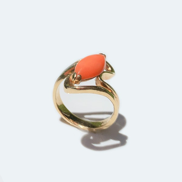 A 1970s Coral and Gold Ring - image 1