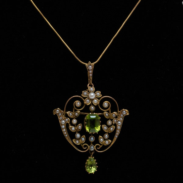 Edwardian peridot and pearl pendant/brooch - image 1