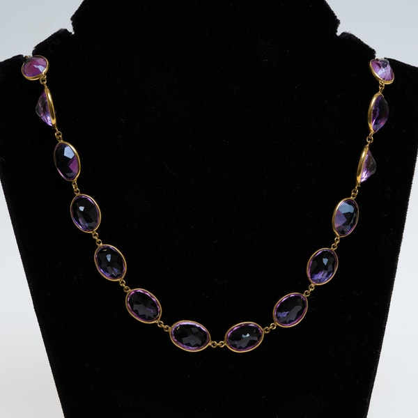 Full size amethyst necklace in 18 ct gold. Total amethysts 250 ct est. - image 1