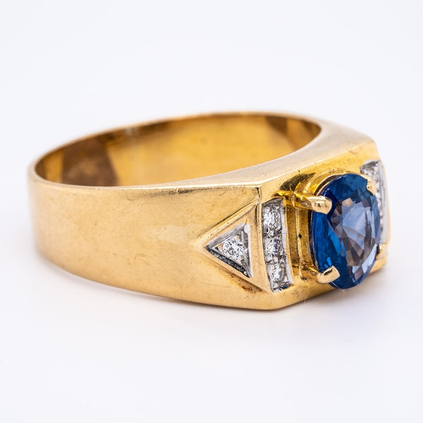 Sapphire and diamond signet type 18 ct gold ring - image 2