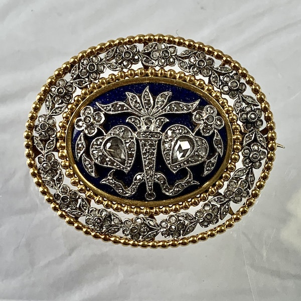 1820 gold brooch with enamel and diamonds - image 1