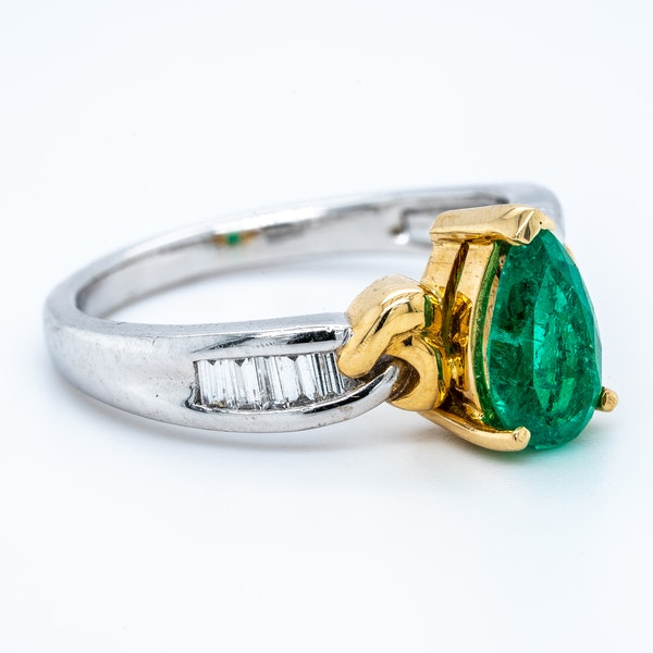Pear shaped emerald and diamond baguette shoulders contemporary ring - image 2