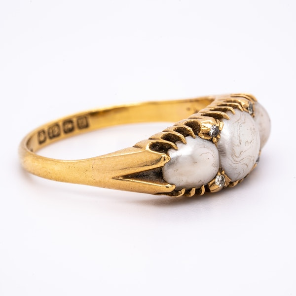 Antique 3 natural pearl and diamond points ring - image 2