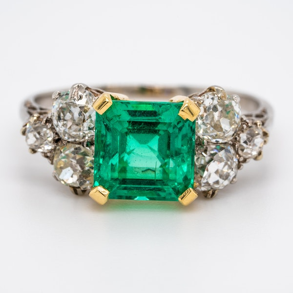 Antique emerald and diamond cluster ring - image 1