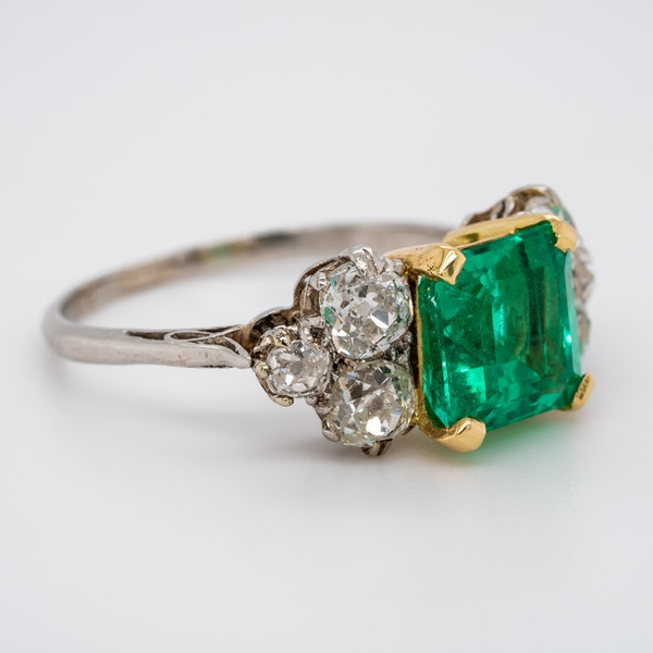 Antique emerald and diamond cluster ring - image 2