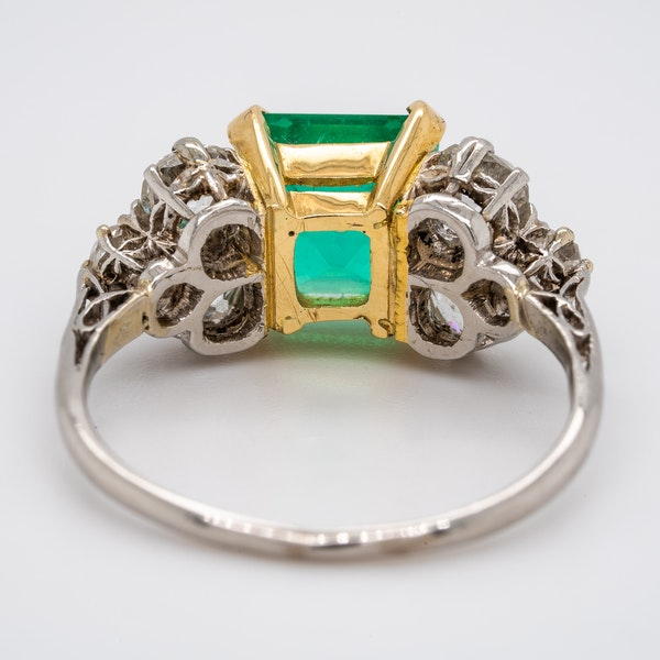 Antique emerald and diamond cluster ring - image 3