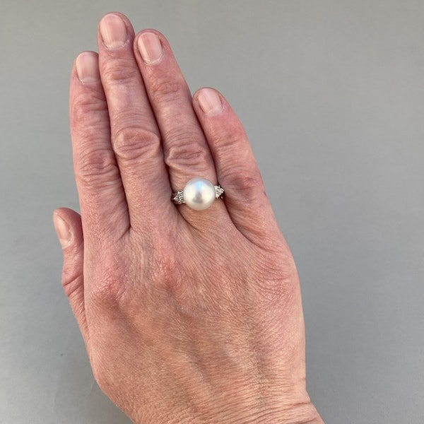 1980's, 18ct White Gold & South Sea Pearl & Diamond stone set Ring, SHAPIRO & Co since1979 - image 3