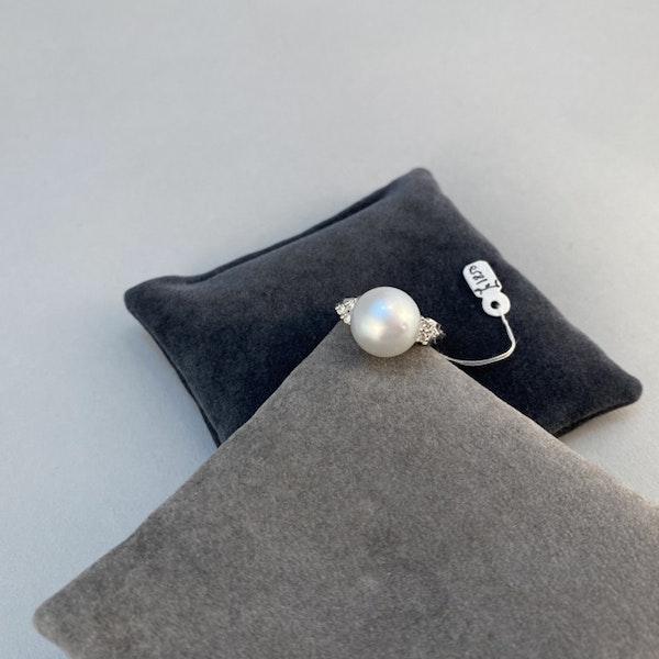 1980's, 18ct White Gold & South Sea Pearl & Diamond stone set Ring, SHAPIRO & Co since1979 - image 4