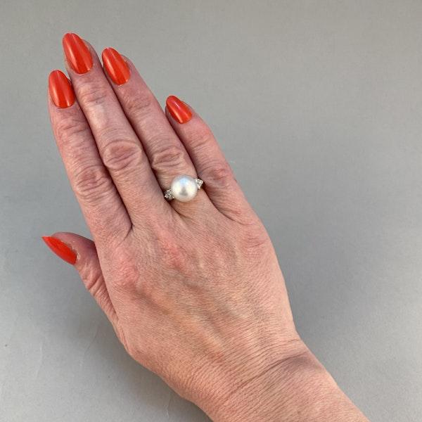 1980's, 18ct White Gold & South Sea Pearl & Diamond stone set Ring, SHAPIRO & Co since1979 - image 2