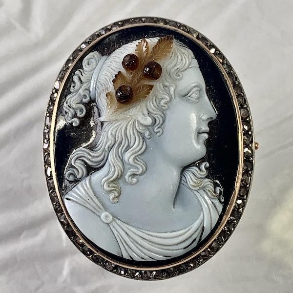 1790 hard stone cameo brooch - image 1