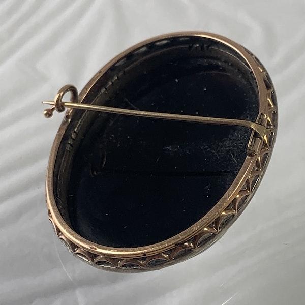 1790 hard stone cameo brooch - image 2