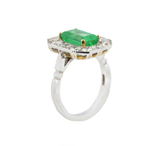 18K white gold 3.50ct Natural Emerald and 1.00ct Diamond Ring - image 2