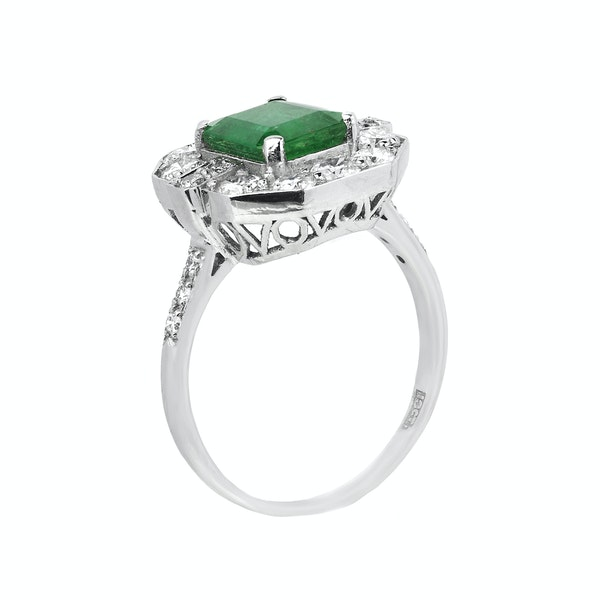 18K white gold 3.18ct Natural Emerald and 1.00ct Diamond Ring - image 2
