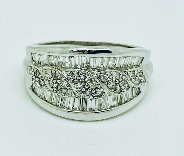 18K white gold 1.65ct Diamond Ring - image 4