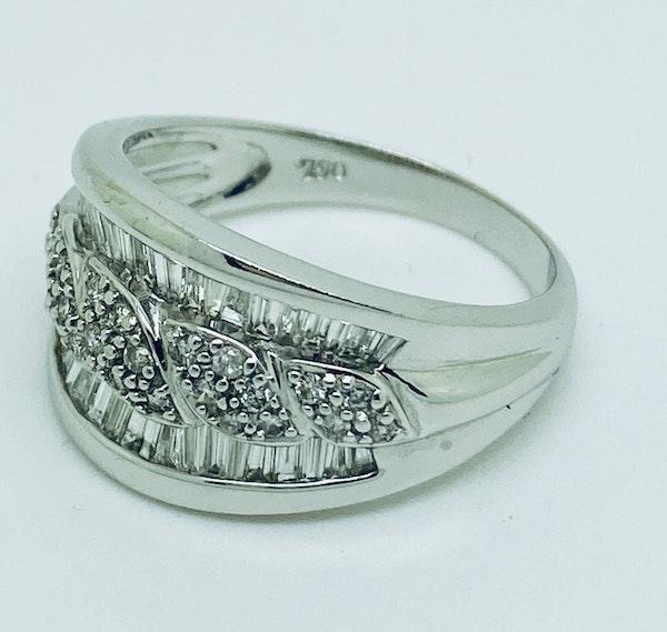 18K white gold 1.65ct Diamond Ring - image 2
