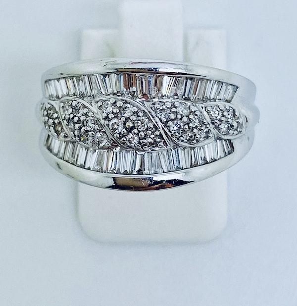 18K white gold 1.65ct Diamond Ring - image 1