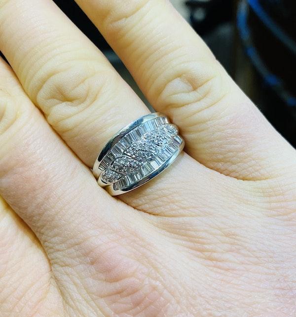 18K white gold 1.65ct Diamond Ring - image 5