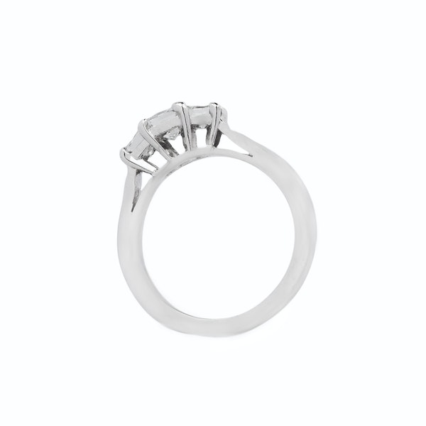 18K white gold, 3-stone 0.95ct Diamond Ring - image 2