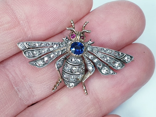 Antique sapphire and diamond bug brooch  DBGEMS - image 1