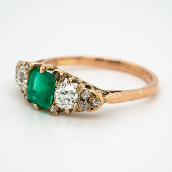 Edwardian emerald and diamond half hoop ring - image 3