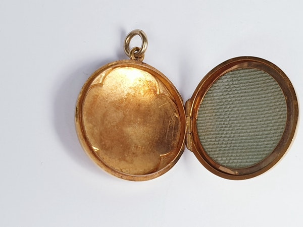 Antique 15ct gold locket  DBGEMS - image 2