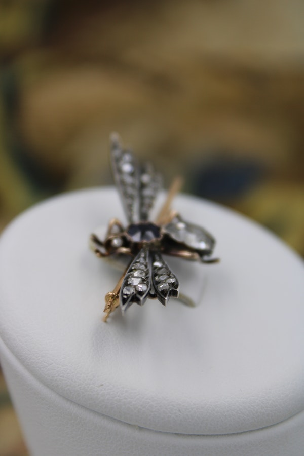 An exceptional 18ct Yellow Gold & Silver French (marked) Diamond and Sapphire Bug Brooch. Circa 1890 - image 2