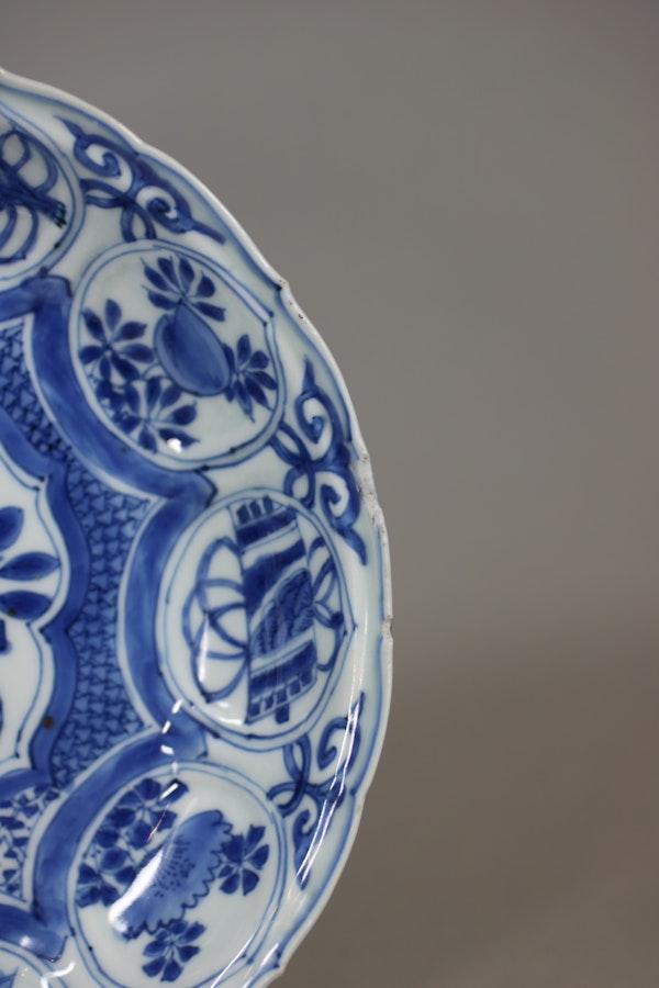 Chinese blue and white kraak lobed dish, Wanli (1573-1603) - image 3