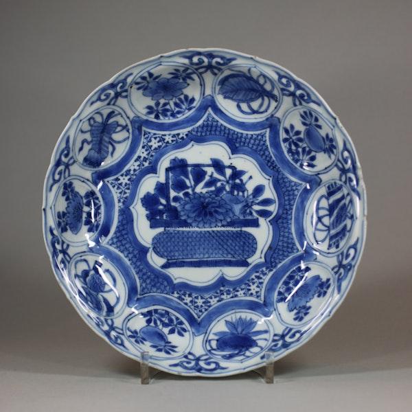 Chinese blue and white kraak lobed dish, Wanli (1573-1603) - image 1