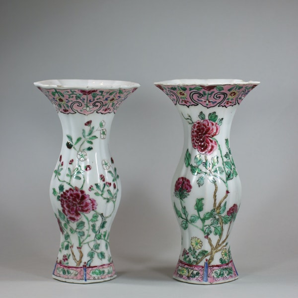 Pair of famille rose vases of baluster shape, Qianlong (1736-95) - image 3