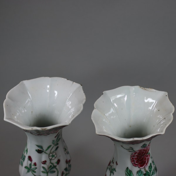 Pair of famille rose vases of baluster shape, Qianlong (1736-95) - image 4