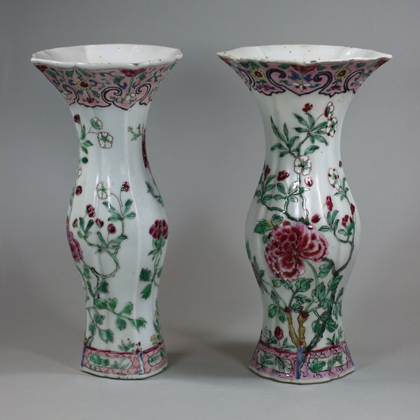 Pair of famille rose vases of baluster shape, Qianlong (1736-95) - image 5