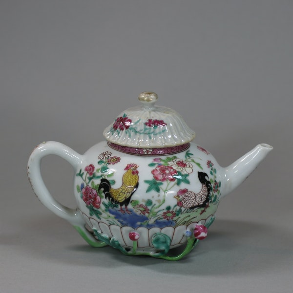 Chinese famille rose teapot and cover, Yongzheng (1723-35) - image 1