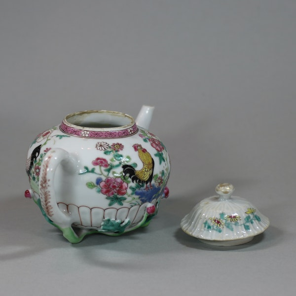 Chinese famille rose teapot and cover, Yongzheng (1723-35) - image 5