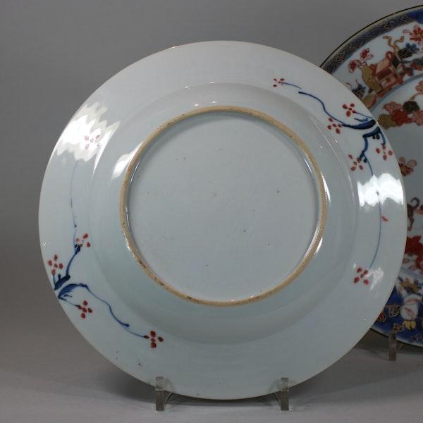 Pair of Chinese verte-imari 'Governor Duff' plates, Yongzheng, circa 1725-30 - image 4