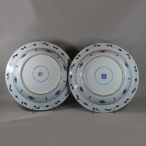 Pair of Chinese blue and white deep dishes, Kangxi (1662-1722) - image 4
