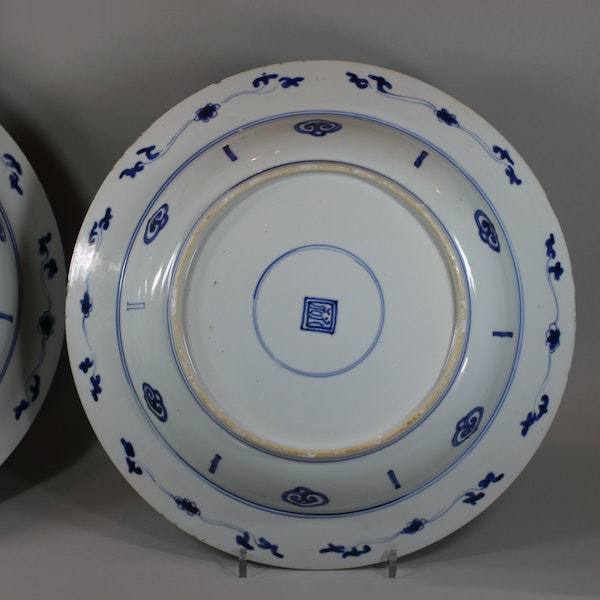 Pair of Chinese blue and white deep dishes, Kangxi (1662-1722) - image 5