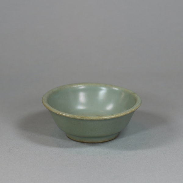 Chinese small Longquan celadon brush washer, Southern Song dynasty (1127-1279) - image 3