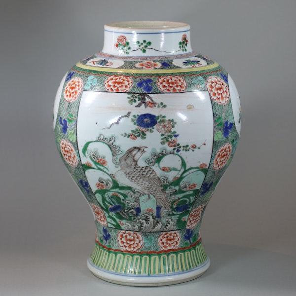 Chinese famille verte baluster vase, Kangxi (1662-1722) - image 2