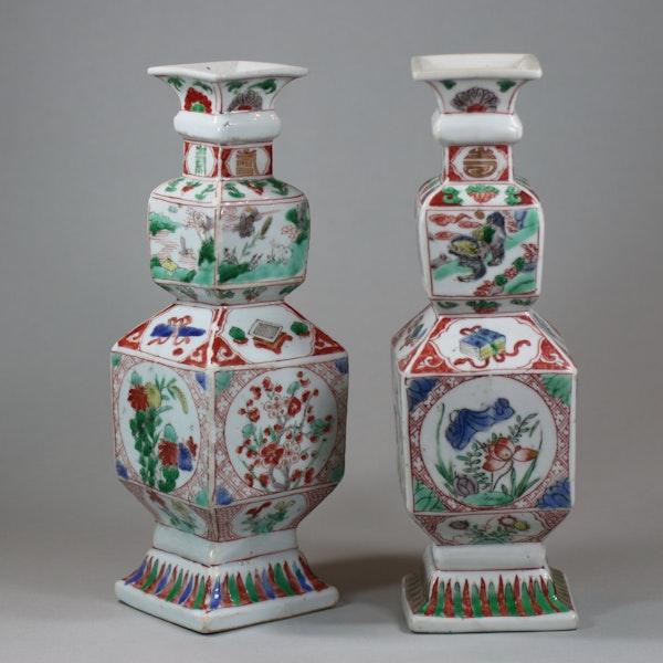 Pair of Chinese famille verte porcelain square-section vases, Kangxi (1662-1722) - image 2