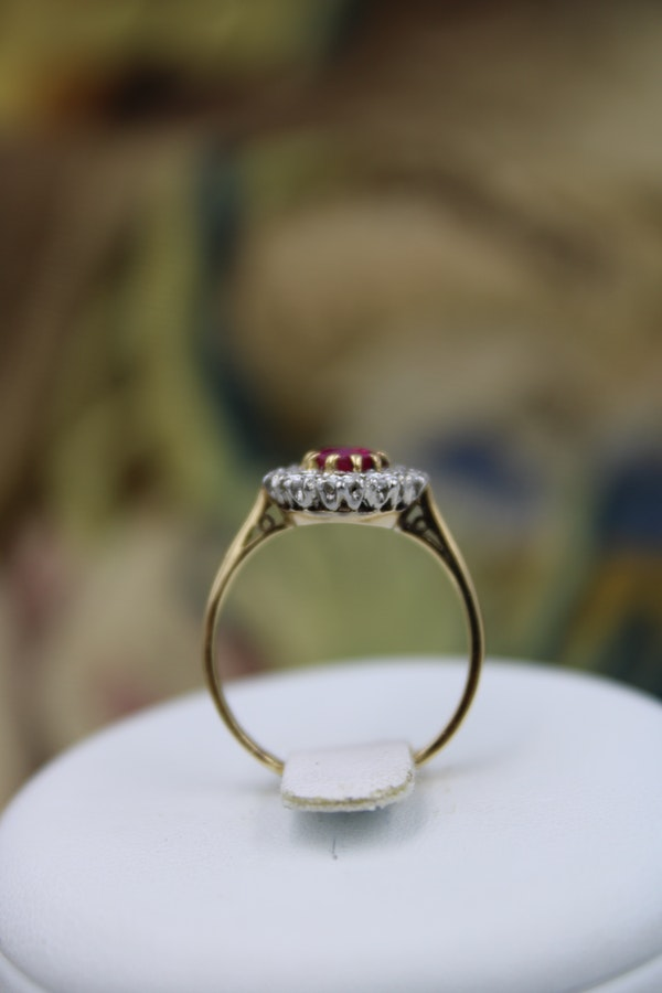 A very fine Oval Natural Ruby & Diamond Cluster Ring mounted in 18ct Yellow Gold, Circa 1955 - image 2