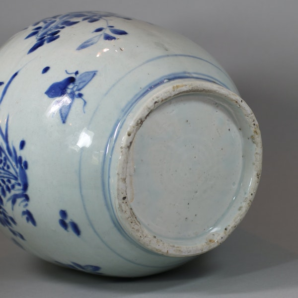 Chinese blue and white transitional jar, circa 1650 - image 3