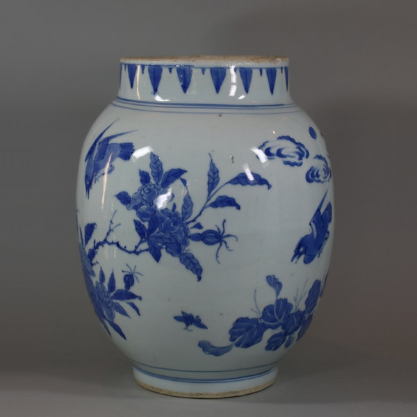 Chinese blue and white transitional jar, circa 1650 - image 6