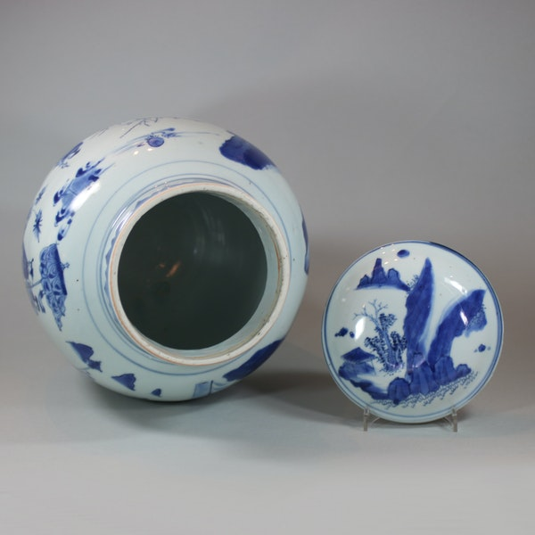 Chinese blue and white transitional baluster vase and cover, circa 1640 - image 6